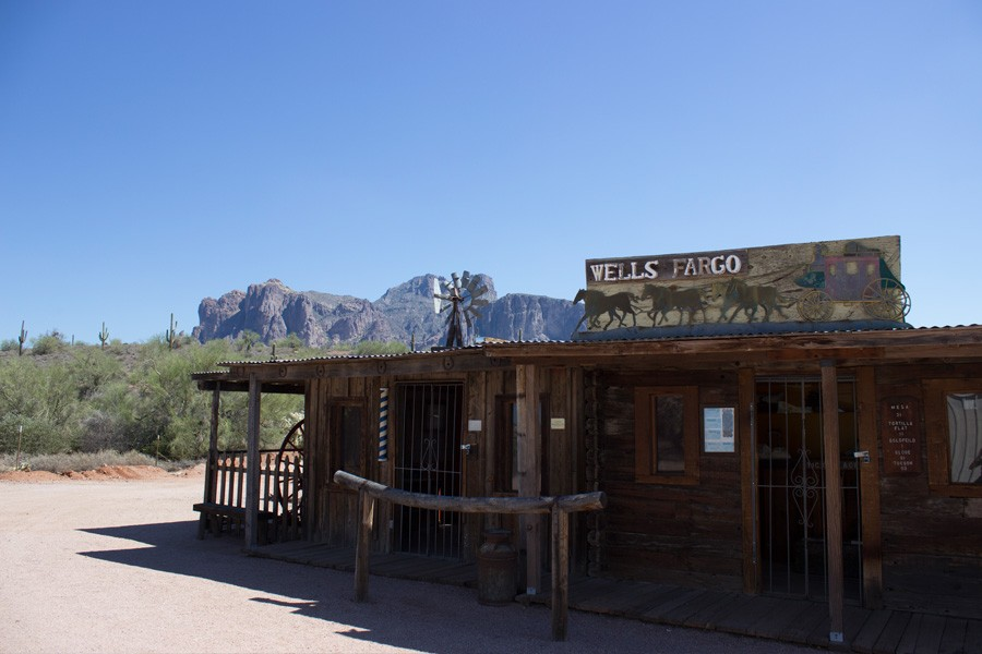 History+of+Apache+Junction